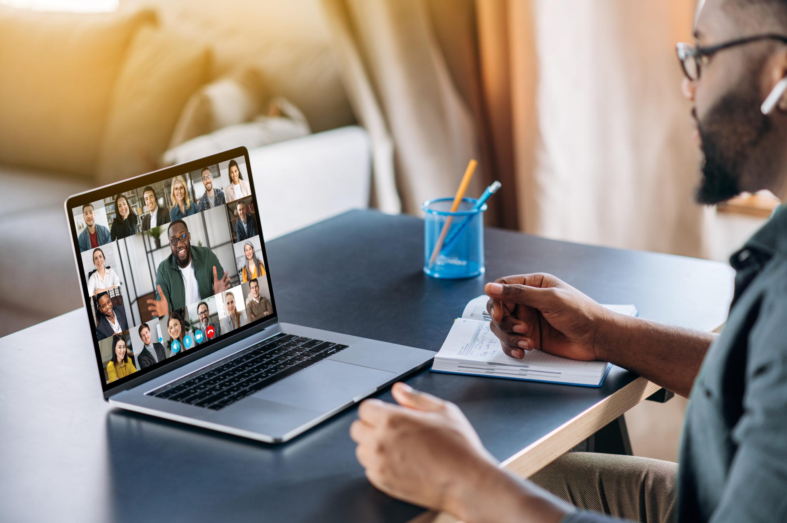 wideokonferencja spotkanie online z video na laptopie wideokonferencja